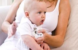 Trẻ sơ sinh thường gặp những vấn đề gì về tiêu hóa?