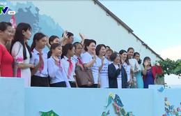Phu nhân Tổng thống Hàn Quốc thăm quan Làng bích họa Tam Thanh