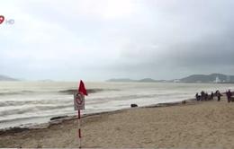 Tắm bãi biển Hòn Chồng, một du khách nước ngoài đuối nước