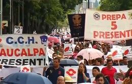 Người lao động Mexico biểu tình bên ngoài Đại sứ quán Mỹ