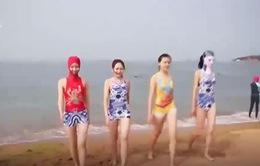 Độc đáo Facekini - Trang phục đi biển bảo vệ khuôn mặt