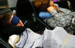 Mẹo hay giúp bạn ngủ ngon trên máy bay