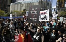 Biểu tình dẫn tới đụng độ nhằm phản đối phân biệt sắc tộc tại Mỹ