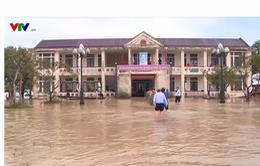 Bộ trưởng Bộ Thông tin Truyền thông thăm người dân vùng lũ Thừa Thiên Huế