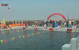 Trung Quốc: 400 vận động viên bơi lội tranh tài trong nước lạnh dưới 0°C