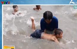 Người phụ nữ miền Tây 15 năm dạy bơi miễn phí cho trẻ em