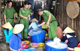 Bắt quả tang 3 cơ sở bơm tạp chất vào tôm ở Bạc Liêu