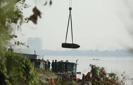 Hà Nội trục vớt quả bom dưới chân cầu Long Biên