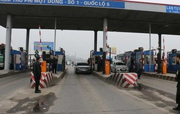 Trạm thu phí QL5 ùn tắc do tài xế sử dụng tiền mệnh giá nhỏ