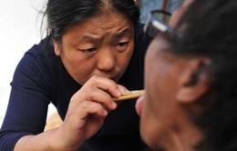 Cuộc chiến chống căn bệnh thế kỷ của vị bác sĩ chữa HIV tại làng quê Trung Quốc