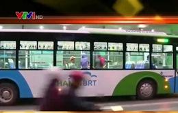 Xe bus nhanh ngày đầu chịu áp lực giao thông thực tế