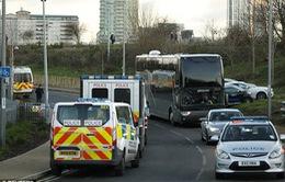 Xe bus của Manchester United được cảnh sát hộ tống tới SVĐ London