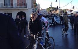 Cựu Tổng thống Pháp bị tuýt còi vì đạp xe ngược chiều