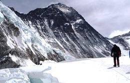 Chinh phục đỉnh Everest ở... tuổi 85