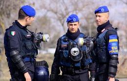 Italy trục xuất một tù nhân tình nghi khủng bố người Ai Cập