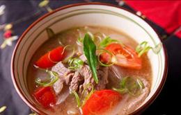 Canh chua nấu thịt bò: Sức khỏe cho cả nhà, sắc đẹp cho chị em