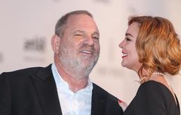 """Bênh vực ông trùm dính bê bối quấy rối tình dục, Lindsay Lohan nhận """"gạch đá"""""""