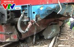 [ẢNH] Quảng Ngãi: Đá núi đổ sập làm tàu hỏa trật bánh, đường sắt ách tắc
