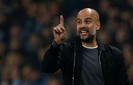 """Pep Guardiola """"cười khẩy"""" Jurgen Klopp: Ở Anh mà muốn vô địch sau nửa mùa?"""