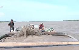 Bến Tre: Kiểm tra khai thác cát lậu trên sông Hàm Luông