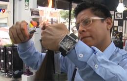 Độc đáo cắt tóc bằng lửa ở Peru
