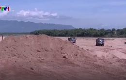Quảng Nam: Người dân khốn khổ vì xe chở cát