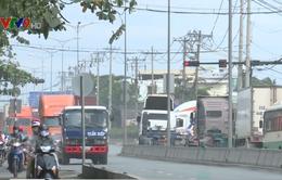 Người dân khốn khổ vì bãi xe container gần cảng Cát Lái gây ô nhiễm