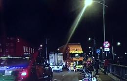 Xe container lao vào dải phân cách, cầu Nguyễn Cừ (TP.HCM) ùn tắc nghiêm trọng