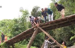 Đoàn Thanh niên làm cầu cho người dân vùng biên Quảng Nam