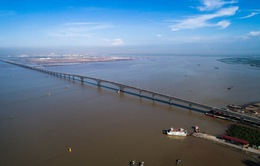Đề nghị xử lý việc trải chiếu nhậu trên cầu vượt biển dài nhất Việt Nam