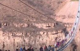 Ngắm cây cầu đáy kính dài nhất thế giới