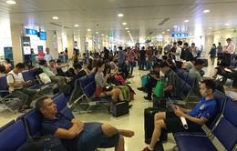 Bé trai hơn 1 tuổi bị thang cuốn sân bay kéo gần đứt cổ tay ở sân bay Tân Sơn Nhất