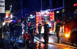 Người dân và du khách hoảng sợ vì cháy kho hàng tại khu phố Tây Bùi Viện