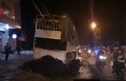 Đăk Lăk: Xe tải đang lưu thông bất ngờ bốc cháy