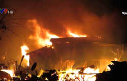 Khánh Hòa: Cháy đỏ trời Nha Trang, 40 căn nhà bị thiêu rụi