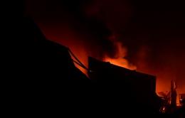 Cháy lớn tại xưởng sản xuất bao bì tại TP.HCM