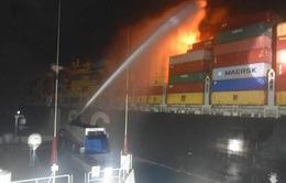 Cháy tàu hàng cỡ lớn trên lộ trình Singapore - Ai Cập