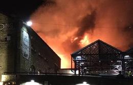 Cháy tòa nhà tại địa điểm du lịch nổi tiếng London