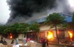 21 quầy hàng bị thiêu trụi trong vụ cháy lớn tại chợ Hữu Nghị, Lạng Sơn