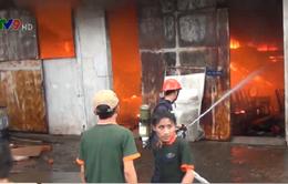 Cháy lớn công ty gỗ ở Bình Dương, thiệt hại hàng trăm triệu đồng