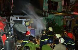 Cháy 6 nhà ven sông Sài Gòn