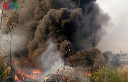 Cháy dữ dội tại khu chứa vỏ lốp xe ô tô ở Bình Dương