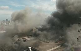 Khu chợ nổi tiếng tại Indonesia cháy dữ dội
