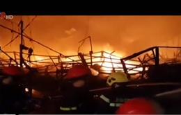 Đồng Nai: Công ty sản xuất linh kiện ô tô, xe máy cháy lớn trong đêm