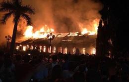 Nhà thờ cổ ở Nam Định bốc cháy trong đêm