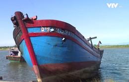 Cháy hai tàu tại khu neo đậu trú bão Cửa Việt, Quảng Trị