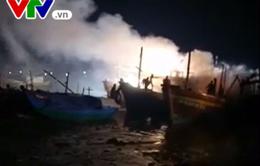 Quảng Bình: Cháy 4 tàu cá trong đêm