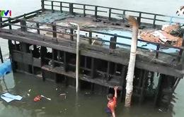 Ngư dân thiệt hại nặng trong các vụ cháy nổ tàu cá