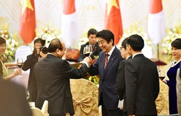Thủ tướng Nguyễn Xuân Phúc chiêu đãi trọng thể Thủ tướng Nhật bản Shinzo Abe