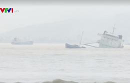 Vụ chìm tàu tại Quy Nhơn: Bộ trưởng Bộ TN-MT chỉ đạo khắc phục sự cố tràn dầu